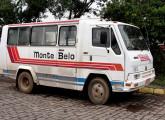 Primeira tentativa de microônibus da Agrale, utilizando a cabine do novo caminhão. O exemplar da imagem ainda se encontrava em operação em 2010, em Bento Gonçalves (RS) (foto: Felipe Rodrigues).