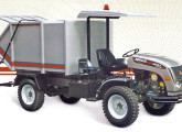 Agrale Cargo 4230.4 na versão compactadora de resíduos.