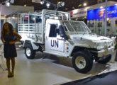 """Marruá AM 21 GLO (""""garantia da lei e da ordem""""), nas cores das Nações Unidas, versão apresentada na LAAD 2017 (foto: LEXICAR)."""