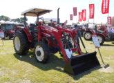 Trator 1160 equipado com pá carregadeira (ou plaina agrícola, no jargão do setor), apresentado no Agrishow 2017 (foto: LEXICAR).