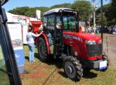 Massey 4275 Compacto também exposto no stand da Agroleite no Agrishow 2017 (foto: LEXICAR).