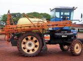 Trator agrícola Ford transformado em pulverizador pela paranaense Agro Spray.