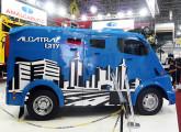 Alcatraz City, pequeno carro para transporte de valores lançado na Fenatran 2009 (foto do autor).