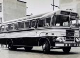 """Era recorrente a """"inspiração"""" da Asirma nas carrocerias Eliziário; o ônibus da foto, sobre chassi Mercedes-Benz LP, pertencia ao Expresso Rio do Sul, de Rio do Sul (SC) (fonte: site egonbus)."""