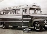 Caio sobre Ford F-600 1952 para empresa detransporte urbano de Uberaba (MG).