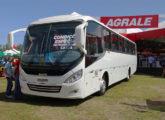Carroceria Solar sobre chassi Agrale, ônibus exposto no stand da empresa gaúcha na feira Agrishow 2017 (foto: LEXICAR).