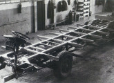 Chassi Siccar com motor traseiro, fabricado nos anos 50 sob licença da italiana Sicca.