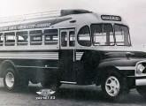 Lotação-rodoviário paranaense de 1953 sobre caminhão Ford 1952.