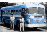 """Urbano """"Fita Azul"""" Leyland operando no ABC Paulista na década de 50."""