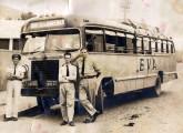 Ônibus rodoviário da empresa mineira EVA, provavelmente sobre chassi de caminhão de origem norte-americana.