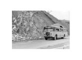 Ônibus do mesmo ano e modelo fotografado na Via Dutra, em fevereiro de 1952 (fonte: Arquivo Público do Estado de São Paulo).