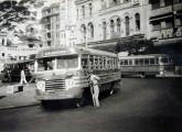 Ônibus de 1947, com carroceria Caio e chassi leve de marca não identificada, mas certamente de origem norte-americana; pertencente à empresa Pedrosa, servia ao transporte urbano de Recife (PE) (fonte: Werner Keifer).