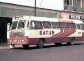 Incomum modelo Caio de 1972, supostamente uma proposta de carroceria rodoviária de menor custo inspirada no Gaivota; montado sobre chassi Mercedes-Benz OH, o ônibus pertenceu à empresa Satur, de Campo Grande (MS) (foto: Augusto Antônio dos Santos).