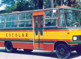 Nova geração do micro Carolina, aqui na versão Escolar; note as janelas com cantos vivos, diferença mais marcante entre este modelo e o anterior.