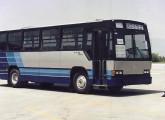 Caio Vitória sobre Mercedes-Benz OH produzido na fábrica mexicana em 1995 (fonte: Moacir Vitorino).