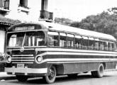 Caio 1948 sobre chassi de caminhão em serviço urbano de Poços de Caldas (MG) (fonte: site memoriadepocos).