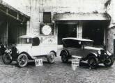Fotografia comemorativa da construção do Chevrolet número 50.000; o ano era 1928.