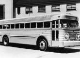 Versão rodoviária do Coach Brasileiro, comercializada a partir de 1953, aqui na frota da Viação Cometa.
