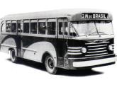 Ônibus Chevrolet de motor dianteiro e cabine avançada, reestilizado após o lançamento do Coach.