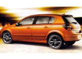 Vectra GT: frente do Chevrolet Vectra brasileiro e traseira do Opel Astra alemão; na foto, a versão GT-X.