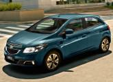 Na seqüência do processo de renovação da sua linha de veículos, a GM apresentou o Onix no XXVII Salão do Automóvel; o carro chegou para substituir o Corsa.