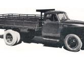 Caminhão Chevrolet 6400: em 1954 sua cabine com para-brisas bipartido já era totalmente nacional.