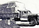 """Chevrolet 6503 de 1955-57, dito """"Marta Rocha"""", referência à baiana em 1954 eleita primeira Miss Brasil: primeiro veículo GM fabricado sob as regras do GEIA, tinha 40% de conteúdo nacional. Note a cabine com para-brisa inteiriço, a mesma que será utilizada nos modelos futuros da marca."""