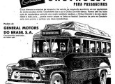 Propaganda de 1956 divulgando os ônibus Chevrolet com carrocerias nacionais convencionais; a partir de então a GM não mais fabricaria ônibus com motor integrado ao salão (fonte: Jorge A. Ferreira Jr.).
