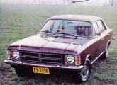 Também o Opala recebeu nova grade em 1978; o modelo da imagem é o Comodoro de quatro portas.