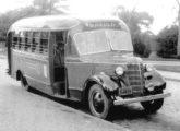 Chevrolet 1938 operando no transporte público de Santo André (SP) - o mesmo do anúncio anterior, embora com para-brisas maiores e carroceria levemente modernizada.