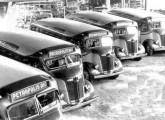 Frota de ônibus Chevrolet COE 1938, pronta para ser entregue à Única Auto Ônibus, tradicional operadora da ligação entre Rio de Janeiro e Petrópolis.