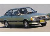 Chevette DL com a nova frente introduzida em 1987.