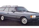 Em 1991 aconteceu a última tentativa de rejuvenescimento do Opala, que já não conseguia esconder o peso dos anos diante dos novos carros da década de 80; na foto o modelo Caravan Diplomata.