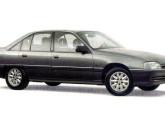 O elegante Omega chegou em 1992 para substituir o veterano Opala.