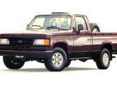 O estilo dianteiro das picapes mudou ligeiramente em 1993.
