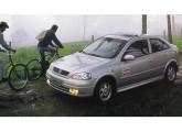 Em 1998 o Astra nacional substituiu o modelo até então importado da Bélgica; aqui a versão hatch em teste da revista Carro (foto: Carro).