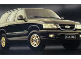 Blazer Executive trazendo as pequenas alterações estéticas do ano 2000.