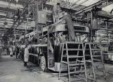 Linha de fabricação do chamado Coach Brasileiro, no início da década de 50.