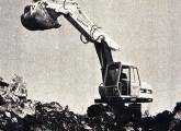 O primeiro produto brasileiro da fusão Fiat-Allis foi a escavadeira hidráulica S 90.