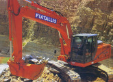 Escavadeira hidráulica FX215LC com motor Cummins de 152 cv, de 2001, evolução da FH200.