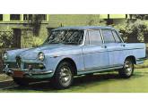 O friso lateral mais longo foi a única modificação estética do FNM 2000 para 1968.