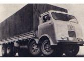 Lançado em 1972, o V-17 com 4º eixo foi o primeiro caminhão brasileiro com dois eixos direcionais.