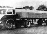 FNM com a cabine-protótipo 800 BR acoplado a reboque (fonte: Werner Keifer).