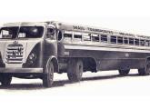 """Ônibus """"papa-filas"""" da frota da CMTC, de São Paulo, com carroceria Caio e a recém-lançada cabine-leito FNM."""