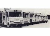Frota de furgões da Translor; os seis veículos da direita, na foto, foram fornecidos pela Massari.