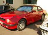 SM 4.1 cupê 1987, apresentado em um evento de carros antigos no Rio de Janeiro, em 2008; à direita, um modelo 1986 (foto: LEXICAR).