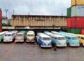 A partir de 2015 kombis brasileiras usadas passaram a se exportadas às dezenas para colecionadores europeus; na imagem, de 2016, 20 bem conservados exemplares aguardam o embarque no porto de Santos (fonte: O Globo).