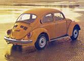 Fusca 1500 1980; note três das novidades, com relação ao Fuscão 1970: maior número de aberturas de ventilação na tampa do motor (modificação introduzida em 1973), novas saídas de ar viciado na coluna traseira (1974) e bocal do tanque de combustível na lateral direita (1978).