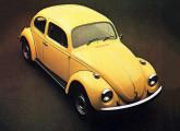 Fusca 1977; naquela altura, o mais tradicional modelo da VW já ganhara diversos itens de segurança ativa e passiva: freios de duplo circuito, coluna de direção deformável, estrutura dianteira reforçada e painel mais completo.