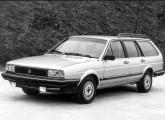 Santana Quantum, pela primeira vez mostrado no Salão do Automóvel de 1984 e lançado em agosto do ano seguinte.
